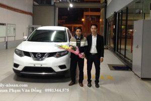 Nhân Viên Bán Hàng Tận Tâm Trong Đại Lý Nissan